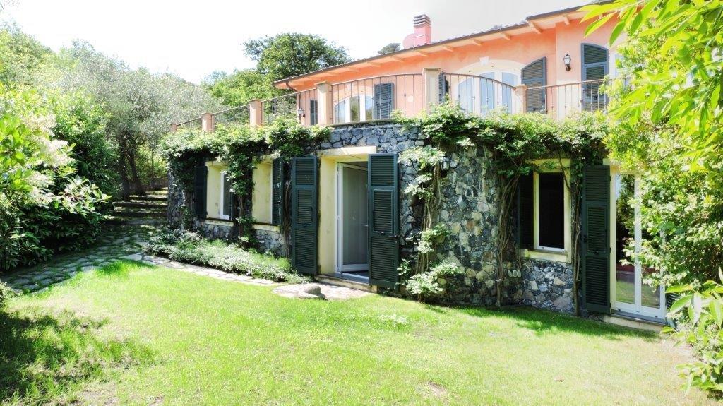 Prestigiosa villa in prima collina ad Alassio
